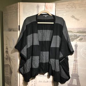 Forever 21 poncho Small